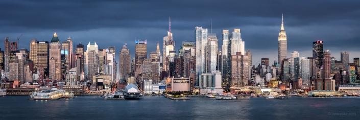 Manhattan skyline panorama with Empire State Building