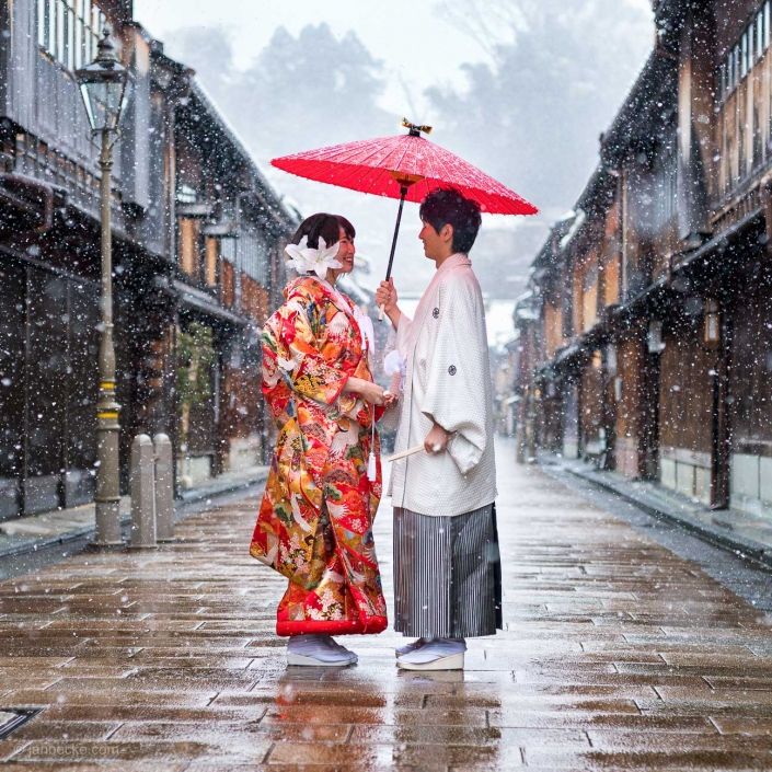 Japanese wedding couple at the Higashiyama Chaya in winter, Ishikawa prefecture, Kanazawa, Japan