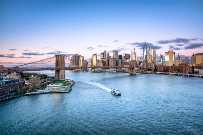 Brooklyn Bridge and Manhattan skyline, New York City, USA