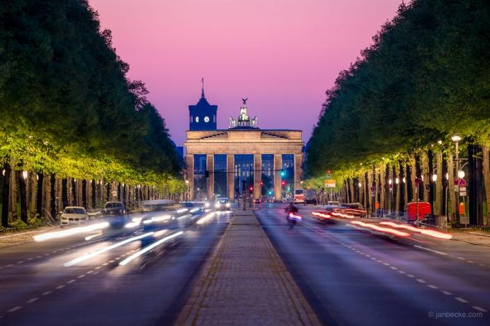 Brandenburg Gate and Straße des 17. Juni at night