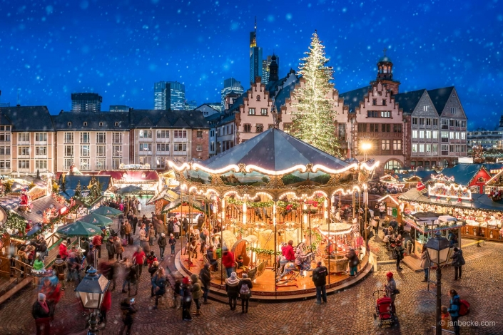 Christmas market at the Frankfurter Römer square, Hesse, Germany