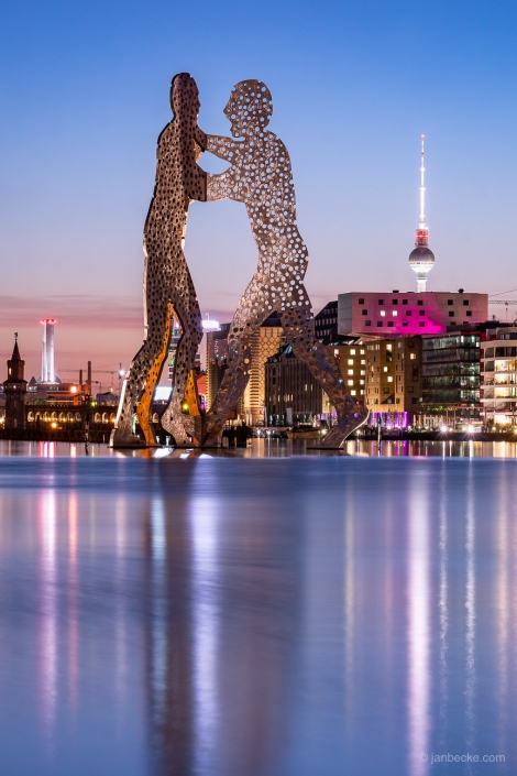 Molecule Man statue on the Spree river