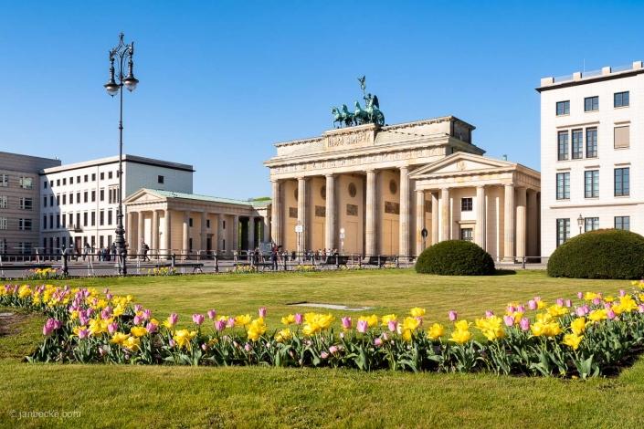 Brandenburg Gate at the Pariser Platz in spring, Berlin, Germany