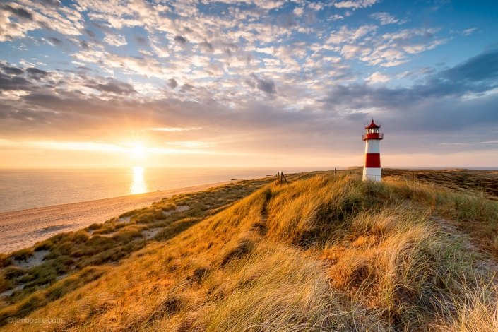 The List Ost Lighthouse on the island of Sylt at sunrise, Nordfriesland, Schleswig-Holstein, Germany